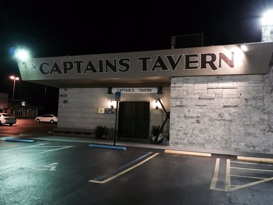 Captain's Tavern: Exterior
