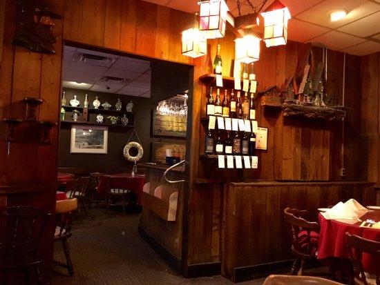 Captain's Tavern: Interior del restaurant
