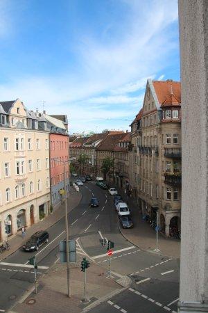 Fuerth, Alemanha: Blick vom Fenster im 4. OG nach rechts.