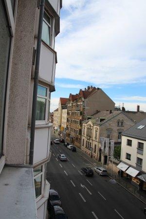 Fuerth, Alemanha: Blick vom Fenster im 4. OG nach links.