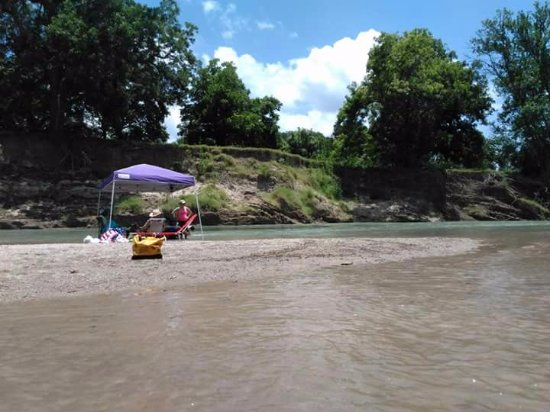 Luling, TX: The sand bar! You could sit right in the water! There was several shaded areas as well.