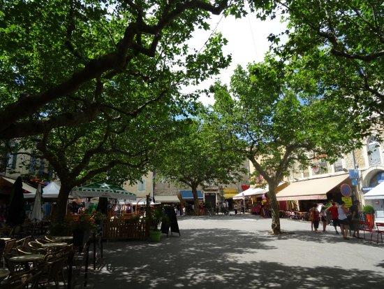 Place Centrale Du Village Photo De Hotel De Ville De