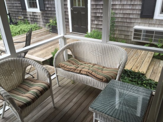 Lambert's Cove Inn: screened in porch