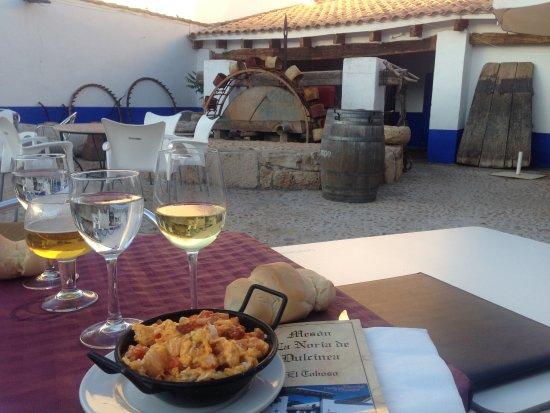 El Toboso, สเปน: Patio con noria al fondo