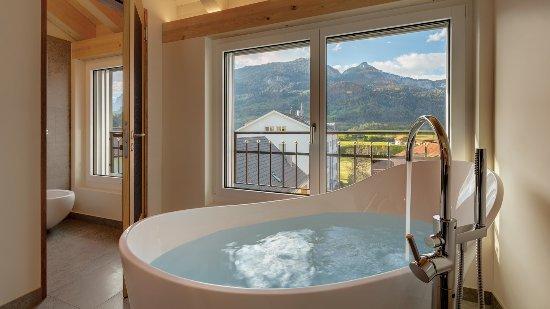 Hotelzimmer bad bild von hotel alte post bonaduz for Hotelzimmer teilen