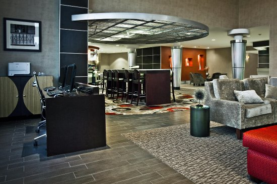 DoubleTree by Hilton Hotel Savannah Airport: Business Center and Public Area