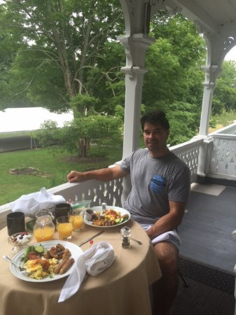 Stockton, NJ: they brought breakfast to us! this is the balustrad room