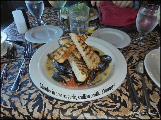 Z Bardhi's Italian Cuisine: Moules in broth... delicious1