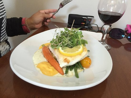 Masset, Καναδάς: Haida Gwaii halibut on a goat cheese and pine nut ravioli with vegetables. Delicious!!