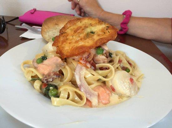 Masset, Καναδάς: Beautifully layered seafood fettuccine! Incredible flavour!