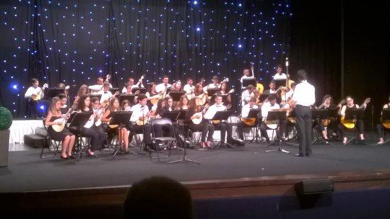 Madeira Mandolin Orchestra : Jeune chef d'orchestre de 14 ans : impécable