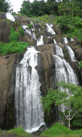 Thrissur, India: ilanjipara waterfall