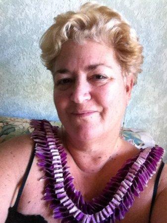 Award-winning artist Anita Marci is your Maui Paint Parties hostess.