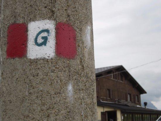 Arquata del Tronto, Italien: rifugio esterno e particolari segnali sentiero