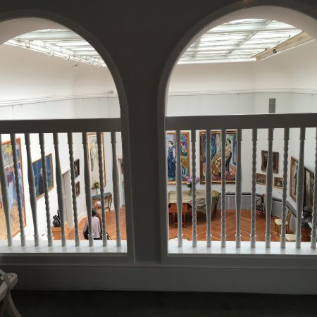 Galería Thiel: One of the well lit rooms
