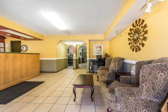 Country Hearth Inn & Suites: Lobby