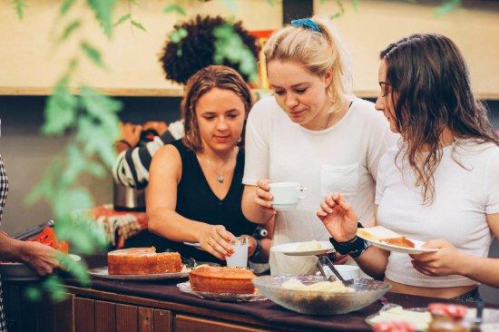 Cafe Hostel: breakfast buffet