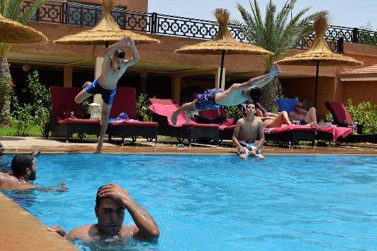 L 39 une des piscines picture of club paradisio zalagh for Club de piscine