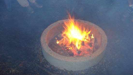 Kawartha Lakes, Kanada: Lit fire pit - almost 15 people can easily sit around it.