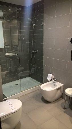 Hotel Asset Torrejon: Modern bathroom