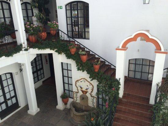 El Hostal de Su Merced: The main courtyard