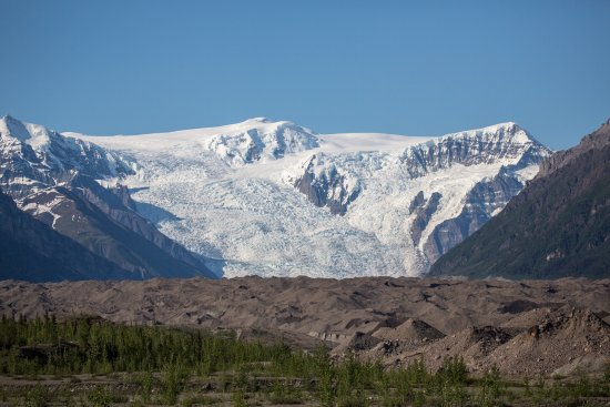 Kennicott River Lodge: The glacier view is extraordinary