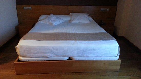 Hotel O Desvio: Cama muy comoda y bastante grande
