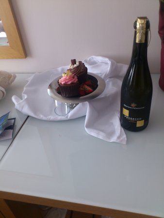 Radisson Blu Hotel, Letterkenny: Treats on arrival