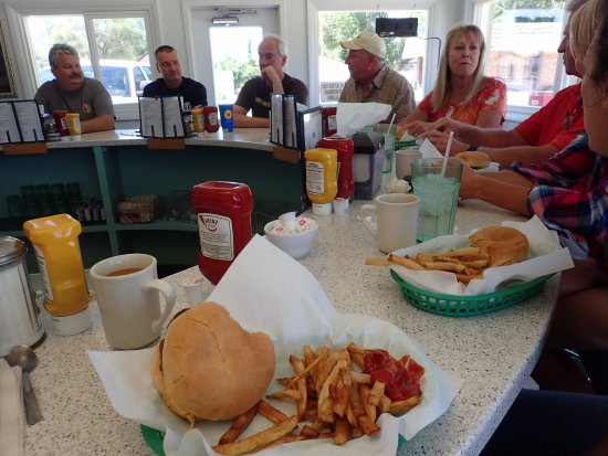 Rock Springs, WY: A full counter for lunch w/ the favorite burger and fries