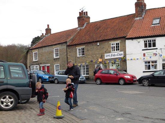 Kirkbymoorside, UK: Enjoying fish and chip from Moorside Fish Shop
