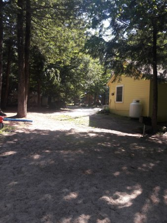 Tanglewood Motel and Cottages: cabins