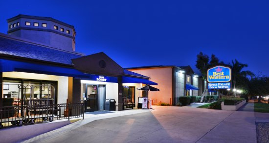 Best Western Royal Palace Inn & Suites: Hotel Exterior