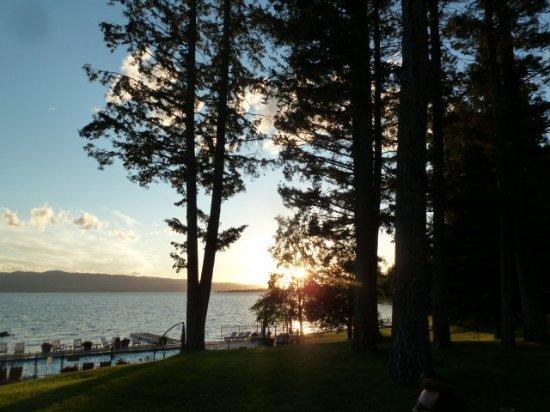 Averill's Flathead Lake Lodge: Beautiful sunset