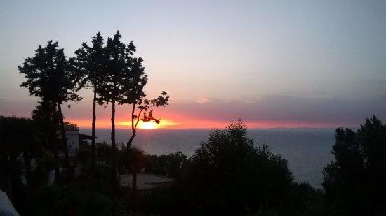 Sweet Poseidon: Tramonto sulla terrazza dove è servita la cena