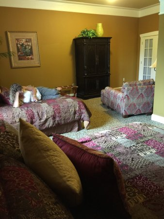 Leola, PA: Girl's Getaway! best place we have ever stayed. We discovered it through Groupon and were so wow