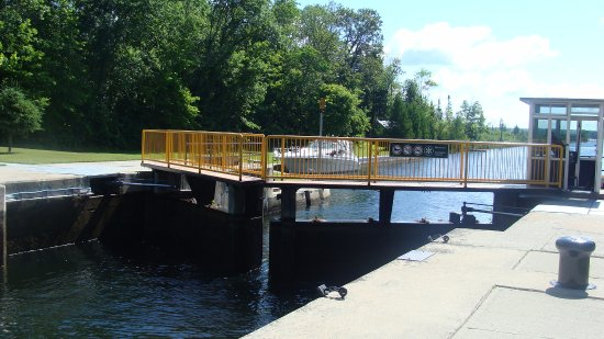 Kawartha Lakes, Canada: Lock 35 - water level down