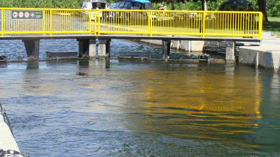 Kawartha Lakes, Canada: lock 35 - water filled to top