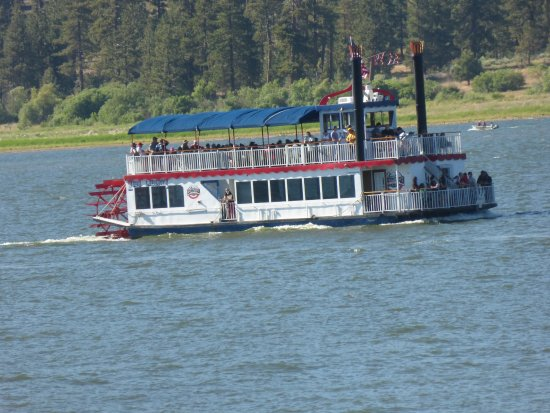 Lagonita Lodge: Boat trips on the lake with Lady Liberty