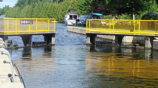 Kawartha Lakes, Canadá: Lock 35 gates opening