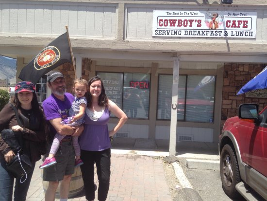 Minden, NV: Satisfied customers outside Cowboys Cafe!