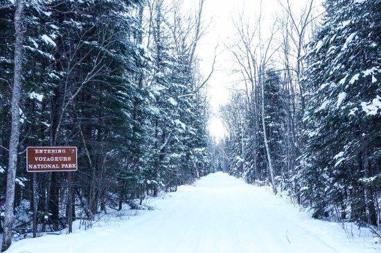 Crane Lake, มินนิโซตา: Snowmobile Voyageurs National Park