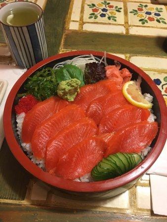 Maguro Sushi: Delicious salmon Don