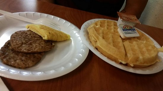 Days Inn Roanoke Near I-81: Great breakfast selection