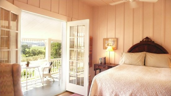 Beltane Ranch: Landmark historic rooms overlooking estate vineyards