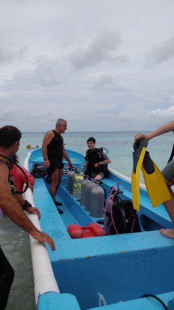 GriGri Divers: Leaving for dive site