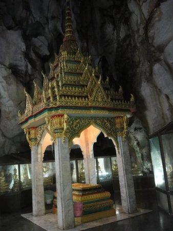 Khao Yoi, Thailand: สิ่งควรสักการะภายใน