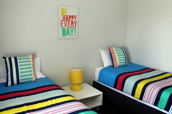 Mariners Resort: twin room