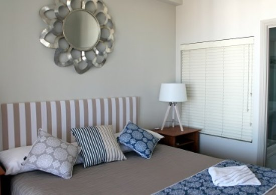 Mariners Resort: master bedroom suite