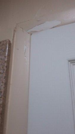 BEST WESTERN Nursanickel Motel: Paint peeling.