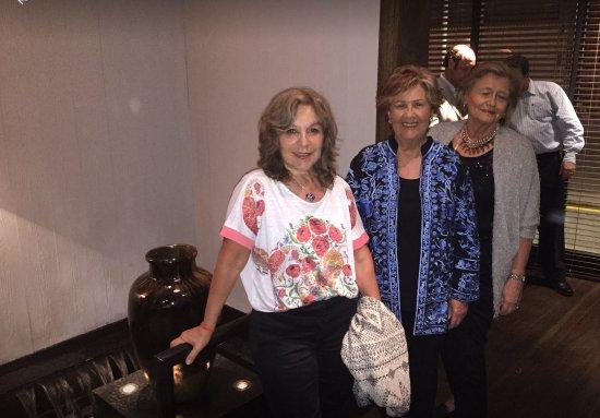 Serena Hotel: Otro ángulo del Loby